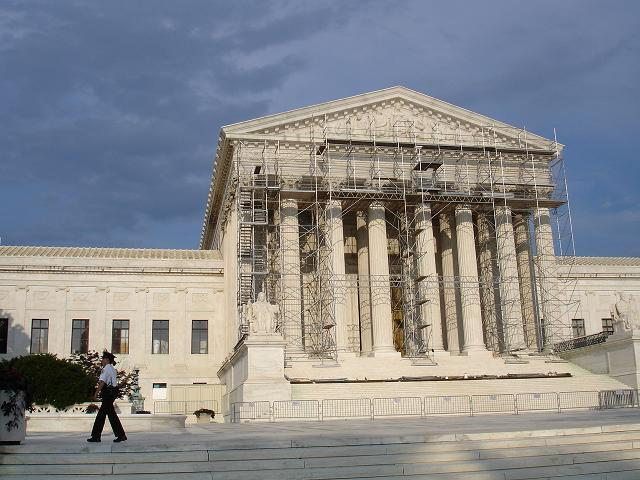 Supreme_court_with_scaffolding_2